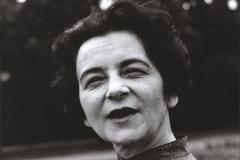 Grażyna Bacewicz w parku, 1960, fot. Andrzej Zborski (ZKP)