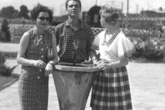 Grażyna Bacewicz z córką Aliną i zięciem, 1962 (PWM)