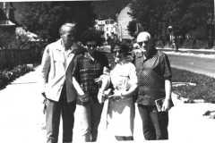 Grażyna Bacewicz z siostrą Wandą, bratem Kiejstutem (z prawej) i Franciszkiem Jamry, lata 60. (PWM)