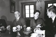 Bacewiczówna na uroczystości wręczenia nagrody im. Aarona Coplanda Krzysztofowi Meyerowi (z prawej), 1967, fot. Andrzej Zborski (ZKP)