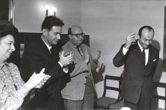 Grażyna Bacewicz na uroczystości wręczenia dorocznej nagrody ZKP Janowi Krenzowi (z prawej), 1968, fot. Andrzej Zborski (PWM)
